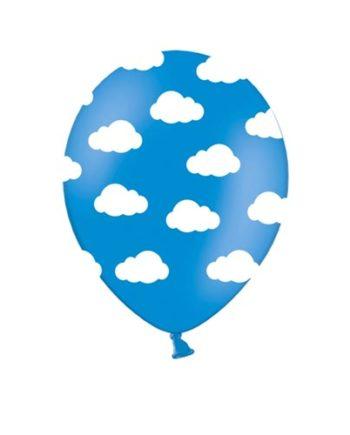 Blå ballonger med hvite skyer